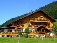 大きな土地の家