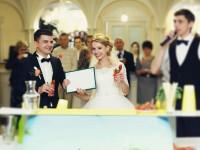 結婚式の司会者
