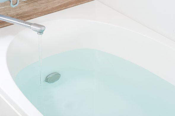 バスルーム 湯を貯める