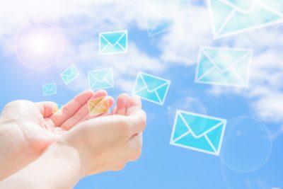 メールを使用する様子