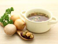 コンソメスープと野菜